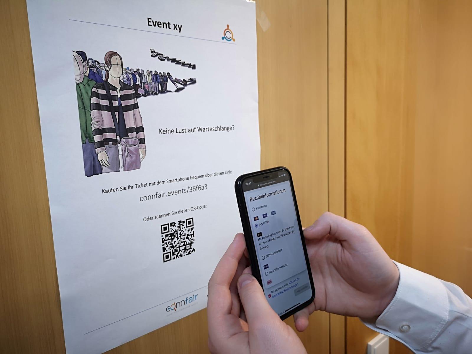 Plakat mit QR-Code zum Ticketverkauf scannen für einen schnelleren Event-Einlass